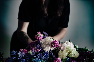 悲しみ 女性 葬式